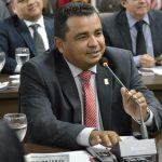 Vereador Edson Gaguinho requer recuperação asfáltica.