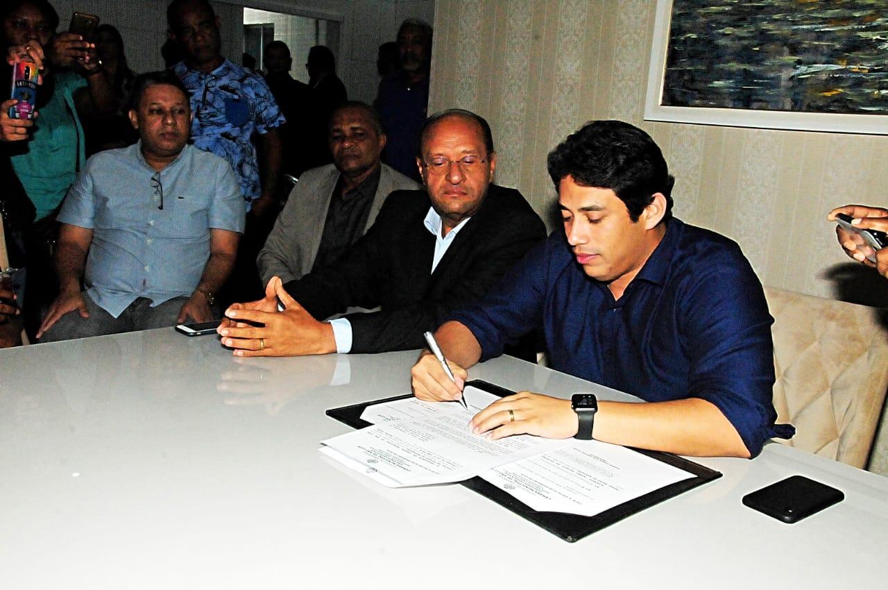 Presidente da Câmara assinou a promulgação da nova lei municipal
