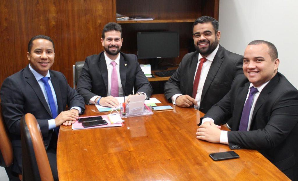 Os vereadores Raimundo Penha, Paulo Victor e Nato Júnior, em audiência com o deputado federal Gil Cutrim, em Brasília