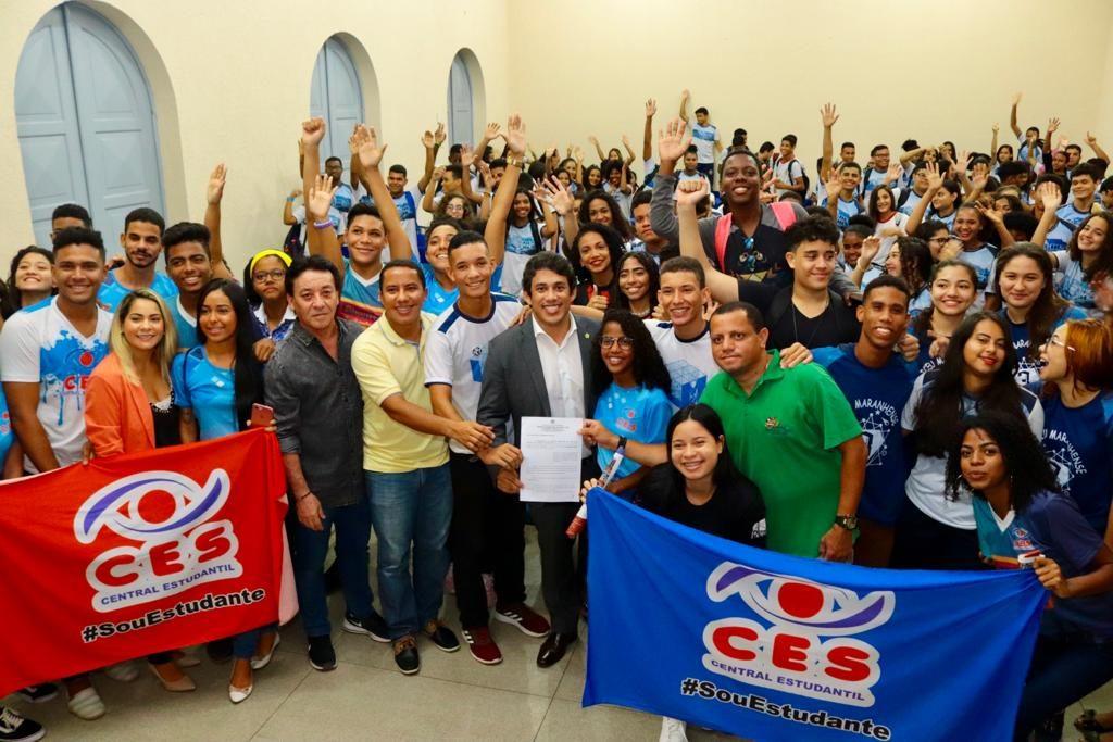 Osmar Filho promulgou lei que amplia horário de atendimento nos Terminais da Integração.