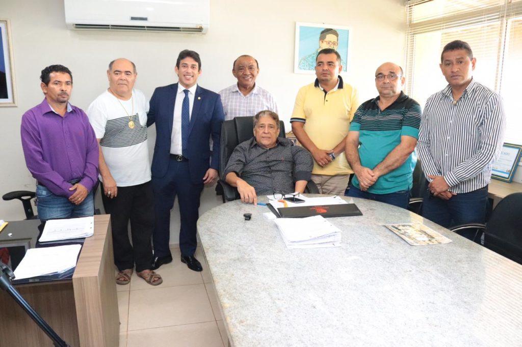 Vereadores reuniram-se com o secretário municipal de trânsito e transportes, Canindé Barros.