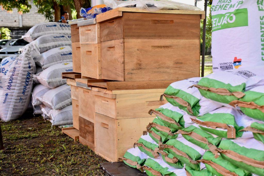 Vereadores participam de cerimônia de entrega de equipamentos para produtores rurais de São Luís