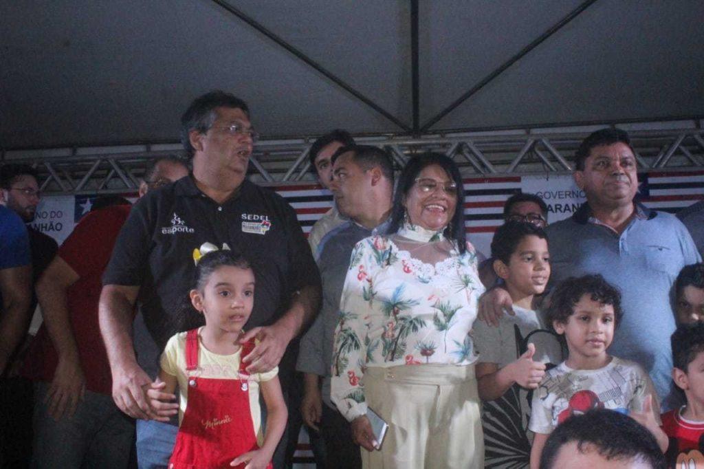 Acompanhado de Fátima Araújo, Flávio Dino entrega praça reformada no bairro João de Deus