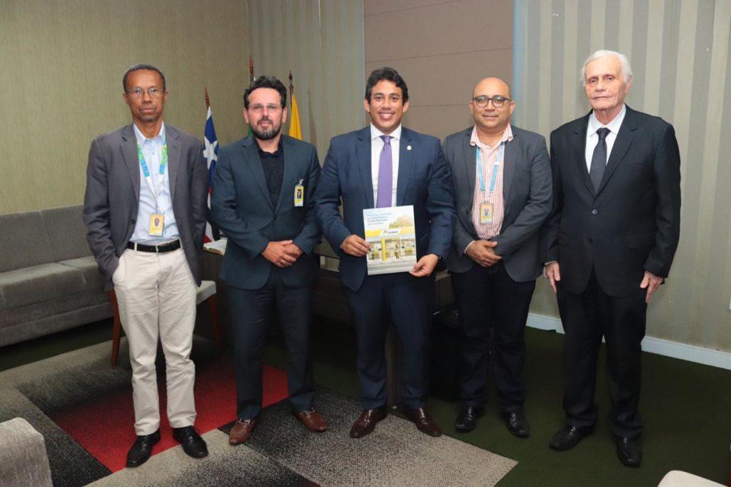 Osmar Filho reuniu-se com representantes dos Correios no Maranhão.