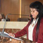 Fátima Araújo solicita construção de calçadas e meio-fio no bairro Santo Antônio