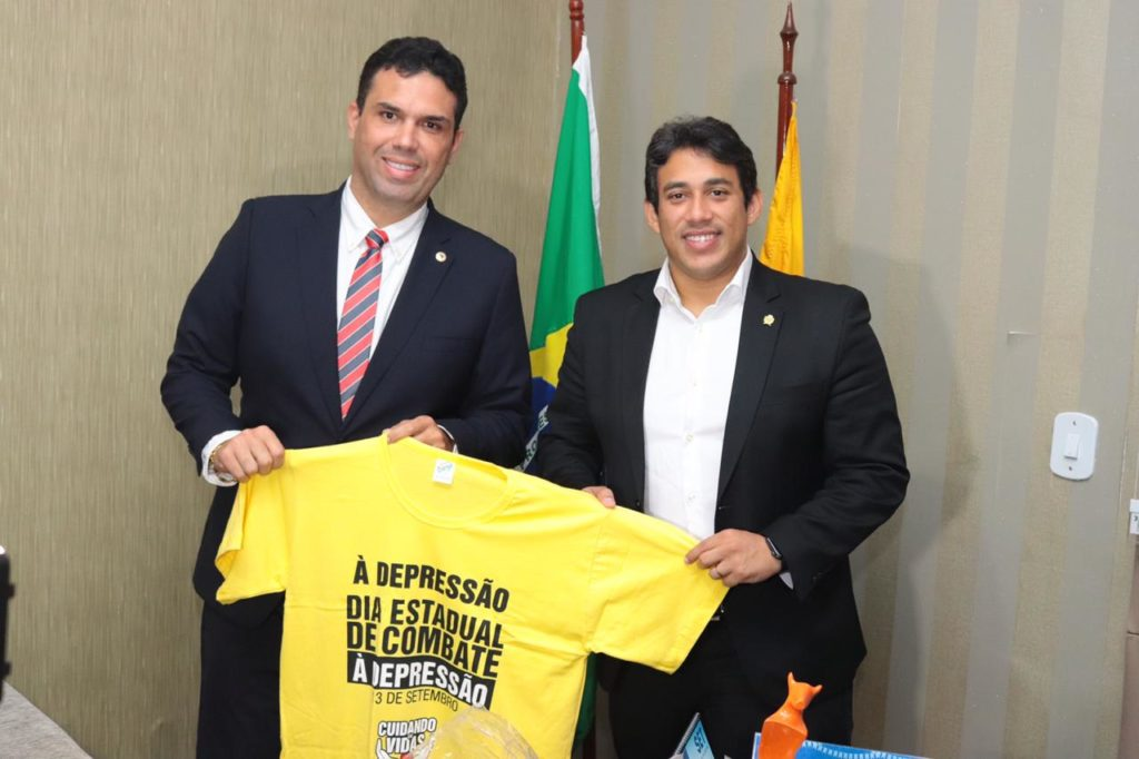 Osmar Filho garante apoio a projeto de combate a Depressão
