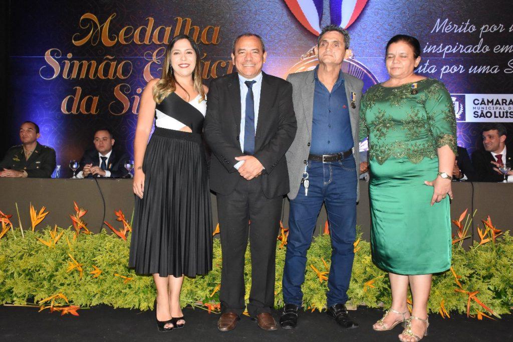 Genival Alves com os profissionais indicados por ele para receber a honraria.