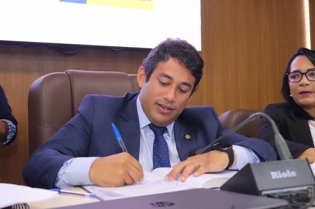 Presidente da Câmara Municipal de São Luís assinou resolução nesta quarta-feira.