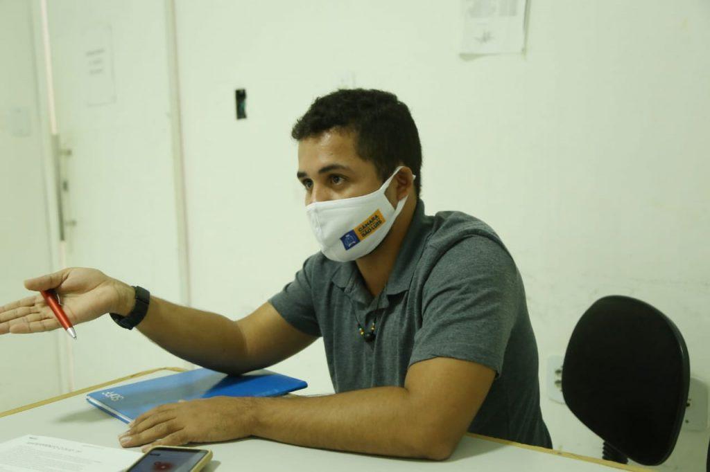 Psicólogo destacou a importância dos servidores responderem o questionário. Foto: Hadson Chagas