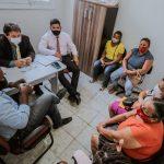 Zeca Medeiros recebe moradores de áreas de risco da capital
